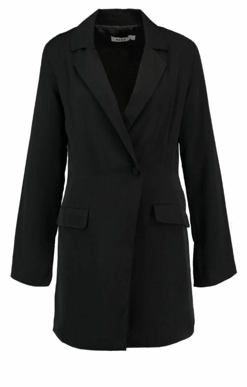 NA-KD |539,-| https://www.zalando.no/na-kd-blazer-dress-dressjakke-black-naa21c021-q11.html