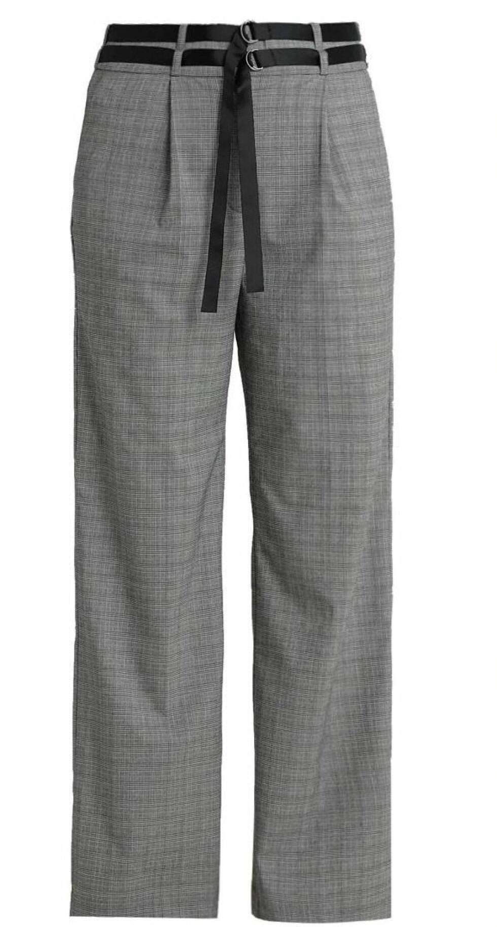 Bukse fra Kiomi |500,-| https://www.zalando.no/kiomi-bukser-blackwhite-k4421a03d-q11.html