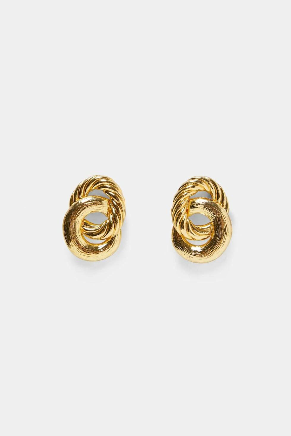 Øredobber fra Zara |170,-| https://www.zara.com/no/no/sammenflettede-metall%C3%B8reringer-p01856234.html?v1=7061617&v2=1074573