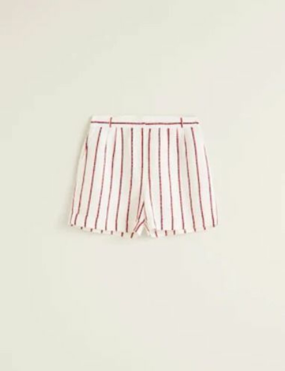 Shorts fra Mango |200,-| https://shop.mango.com/no-en/women/shorts/striped-linen-shorts_33080810.html?c=02&n=1&s=prendas.familia;22,322