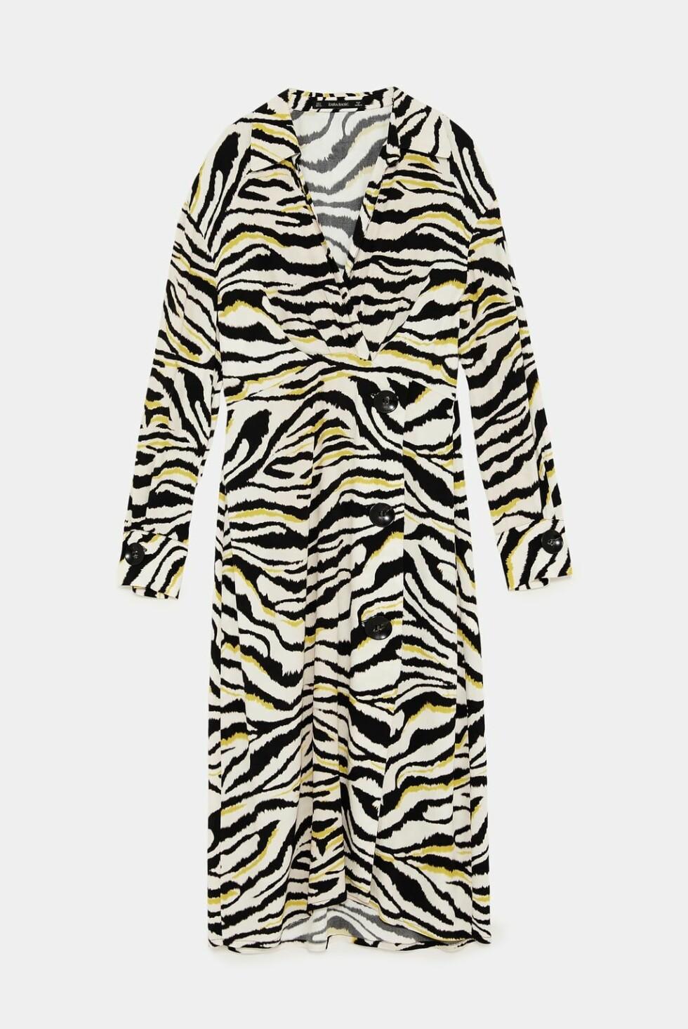 Kjole fra Zara |550,-| https://www.zara.com/no/no/kjole-med-sebram%C3%B8nster-p08172138.html?v1=7232567&v2=1074622