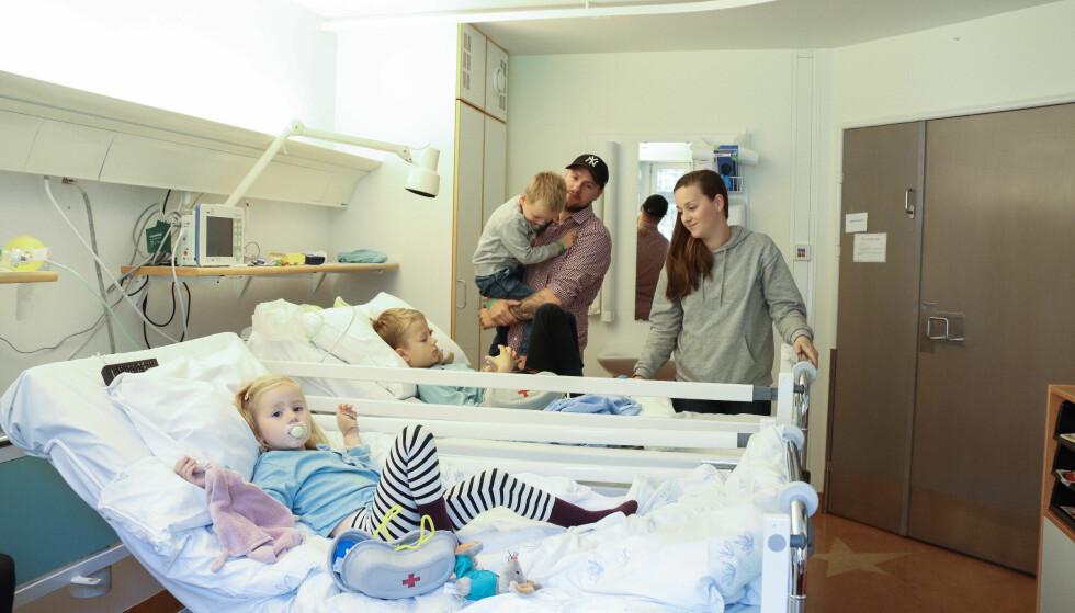 <strong>MYE TID PÅ SYKEHUSET:</strong> Å være på sykehuset har blitt en del av hverdagen til familien Lindgren. FOTO: Ida Bergersen