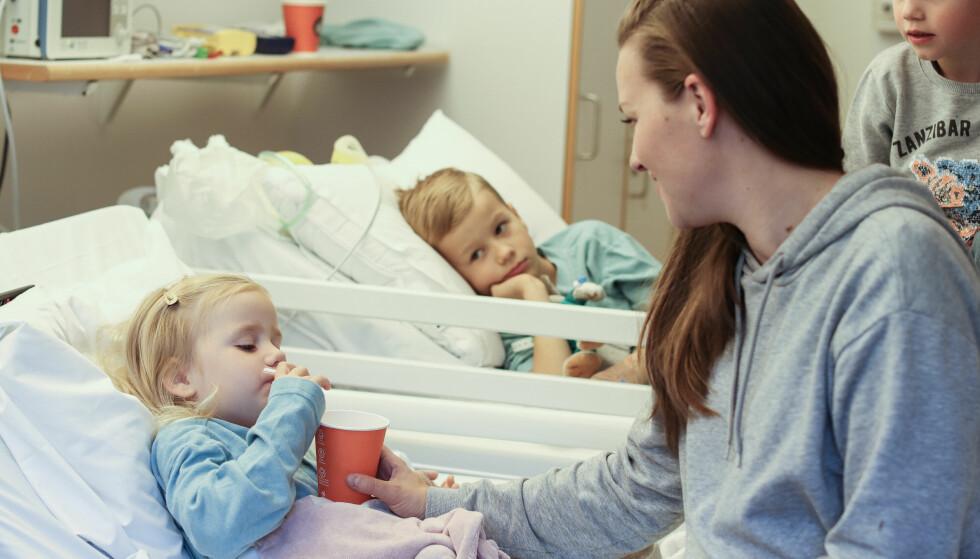 <strong>TRE LUNGESYKE BARN:</strong> Bettina er mamma til Heli, Ailo (i midten) og Max. Mest sannsynlig har en genfeil ført til at alle tre har den samme lungesykdommen. FOTO: Ida Bergersen