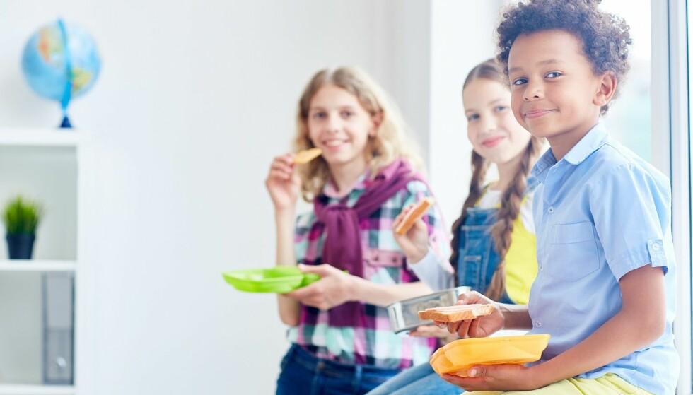 SKOLEHVERDAG: Et sunt kosthold er ikke bare viktig for helsa, men det hjelper også barna med konsentrasjon og læring i skolen. Foto: Scanpix.