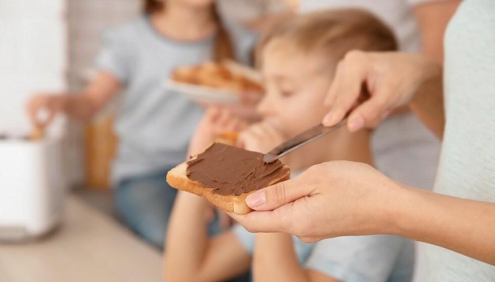 SØTT PÅLEGG: Mat med høyt energiinnhold, som for eksempel søtt pålegg, bør være unntaket og ikke regelen. Foto: Scanpix.