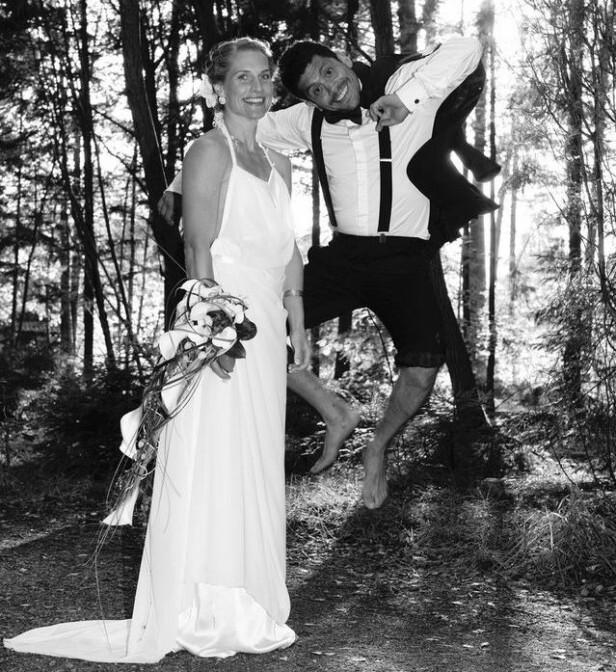 GODT GIFT: Da Thea og Christian skulle danse brudevalsen kom de på at de hadde glemt å velge ut låt! Valget falt på en sang fra Gudfaren-triologien. FOTO: Sara Rose / Privat