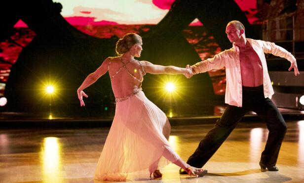 I TETEN: Thea Næss og dansepartneren Ivo Havranek har foreløpig fått flest poeng i hver episode, og har høstet lovord fra dommerne. Her i en het rumba. FOTO: NTB Scanpix