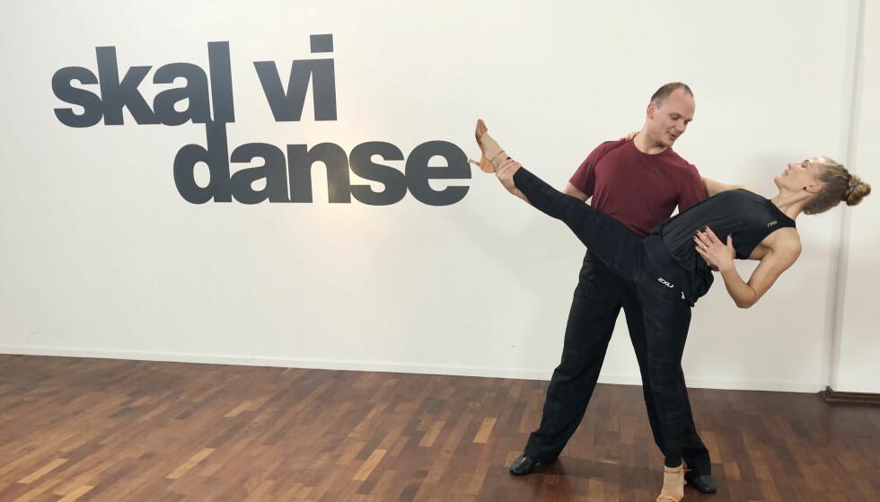 ØVELSE GJØR MESTER: Vi ble med Thea Næss på dansetrening. Her med dansepartner Ivo Havranek. FOTO: Malini Bjørnstad // KK