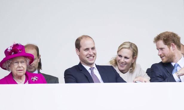KONGELIG: Zara Tindall er dronning Elizabeths andre barnebarn. Her med fetter prins William og fetter prins Harry under dronning Elizabeths 90-årsfeiring i 2016. Foto: Foto: NTB Scanpix