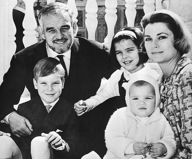 FAMILIEIDYLL: Fyrst Rainier III og kona Grace Kelly fikk tre barn sammen. Hun ble bare 52 år. FOTO: NTB Scanpix