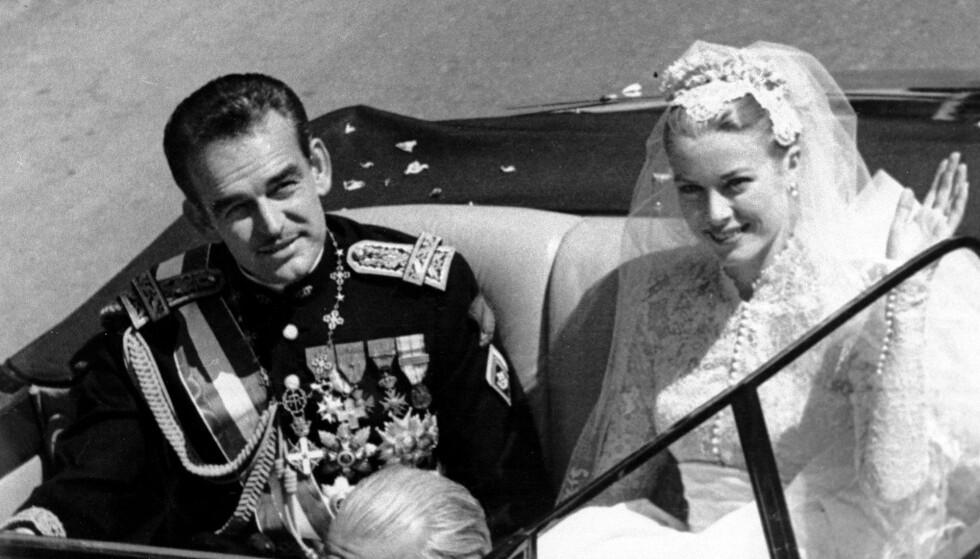 BRYLLUPET: Den amerikanske filmstjernen Grace Kelly møtte fyrst Rainier III i forbindelse med filmfestivalen i Cannes i 1955. Ett år senere var de to gift. Bryllupet ble holdt i april 1956. FOTO: NTB Scanpix