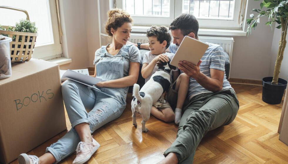 FLYTTE MED BARN: Mange foreldre ønsker helst å unngå å flytte etter at de har fått barn, men har det egentlig noe å si? FOTO: NTB Scanpix