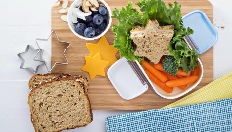 MATPAKKE: Må egentlig matpakken til ungene se ut som et festmåltid? Ekspertene er ikke i tvil om svaret. FOTO: NTB Scanpix
