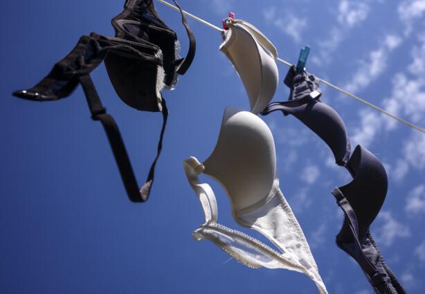 HENG DEN OPP: Eksperten tipser om å henge opp bh-en din hver gang etter bruk. Foto: Scanpix