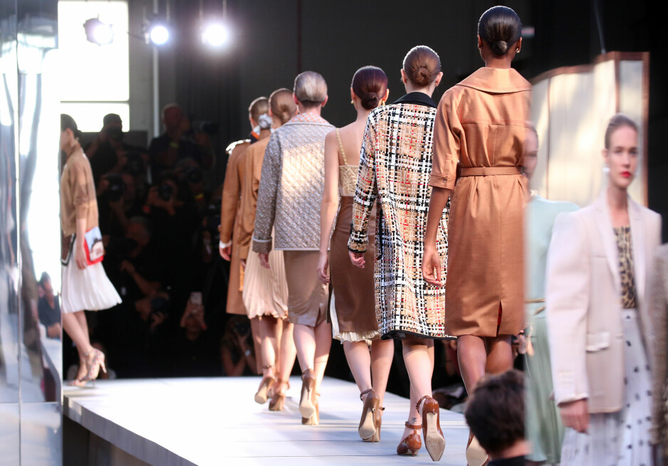 BURBERRY: Tidligere Givenchy-designer Riccardo Tisci presenerte sin første kolleksjon for det britiske merket. Foto: Scanpix