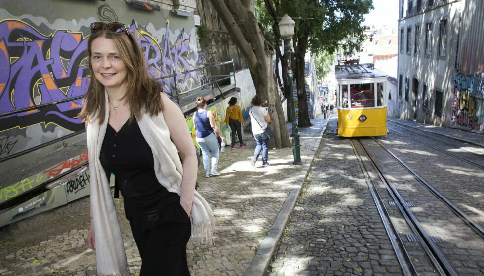 DEILIG BY: Kikka elsker livet i Lisboa, byen med de bratte skråningene og utsikt over havet. FOTO: Sverre Chr. Jarild.