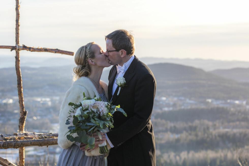 SPEKTAKULÆR UTSIKT: Endelig var Jan-Sigurd og Grethe blitt mann og kone. FOTO: Even Hjartholm