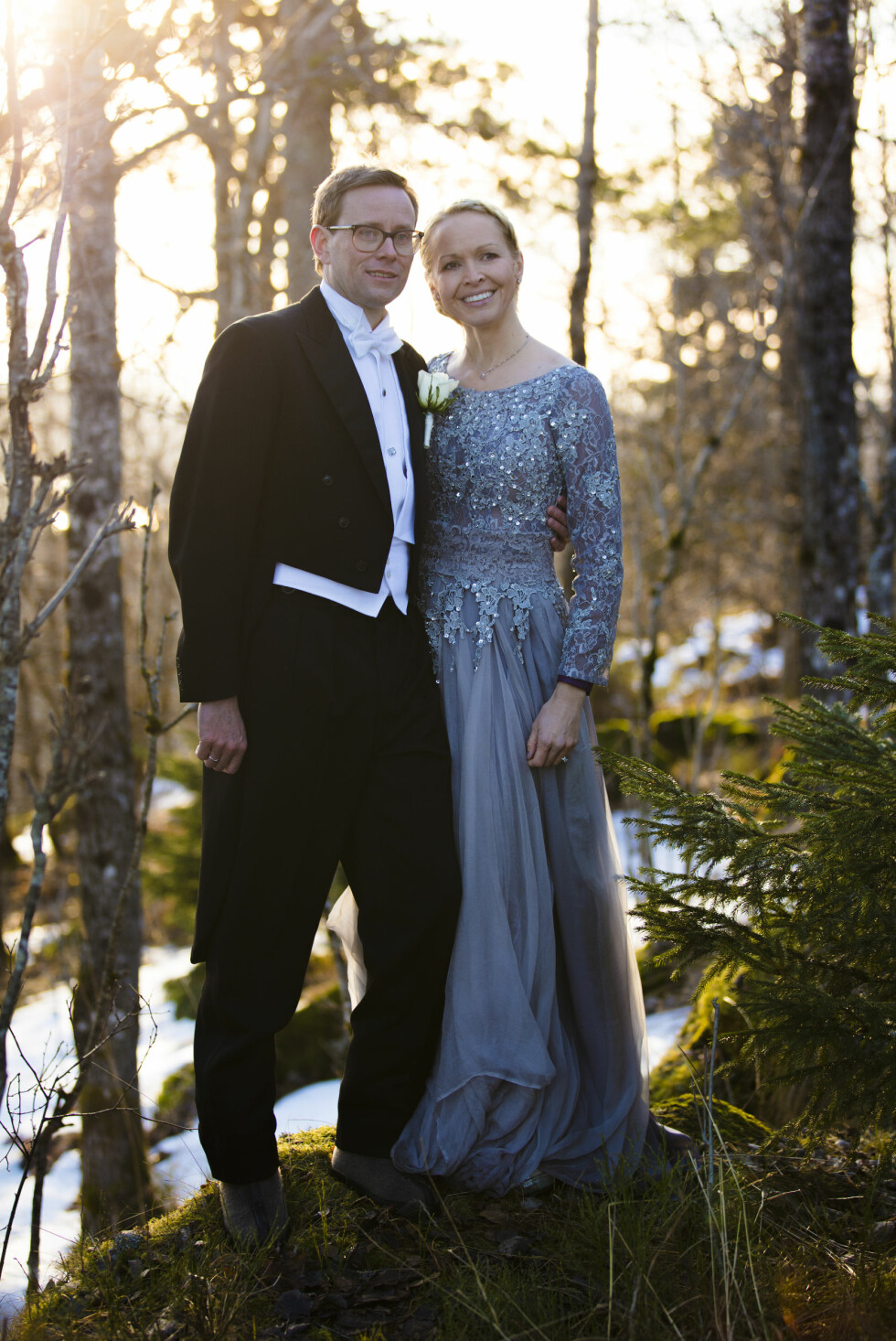 UTENDØRS: Ekteparet i naturskjønne omgivelser. FOTO: Even Hjartholm