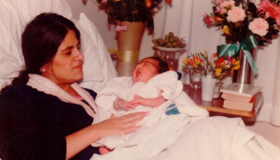 LYKKELIG MOR: Det var etter fødselen at leddgikten brøt ut hos Anitas mor Daya. Anita har siden brukt år på å forske på sammenhengen mellom kjønnshormon og immunforsvaret, og på hvorfor mange blir syke nettopp etter fødselen.