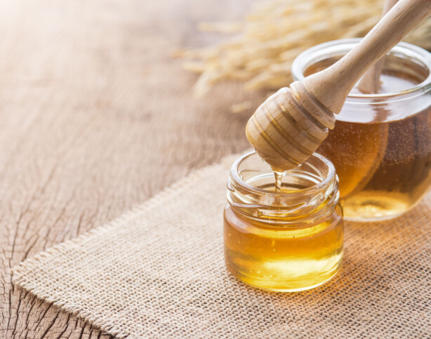 HONNING: Mye tyder på at honning har en god lindrende effekt ved hoste. FOTO: NTB Scanpix