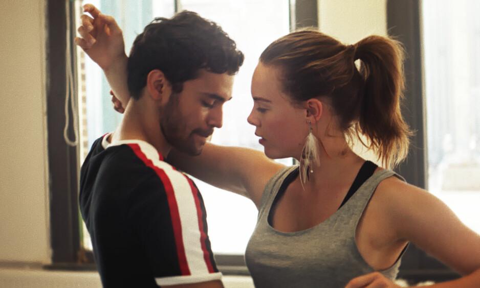FENGENDE DANSEFILM: Det er Lisa Teige og Fabian Svegaard Tapia som har hovedrollene som Amalie og Mikael i Skandinavias første dansefilm «Battle». FOTO: Jaap Vrenegor