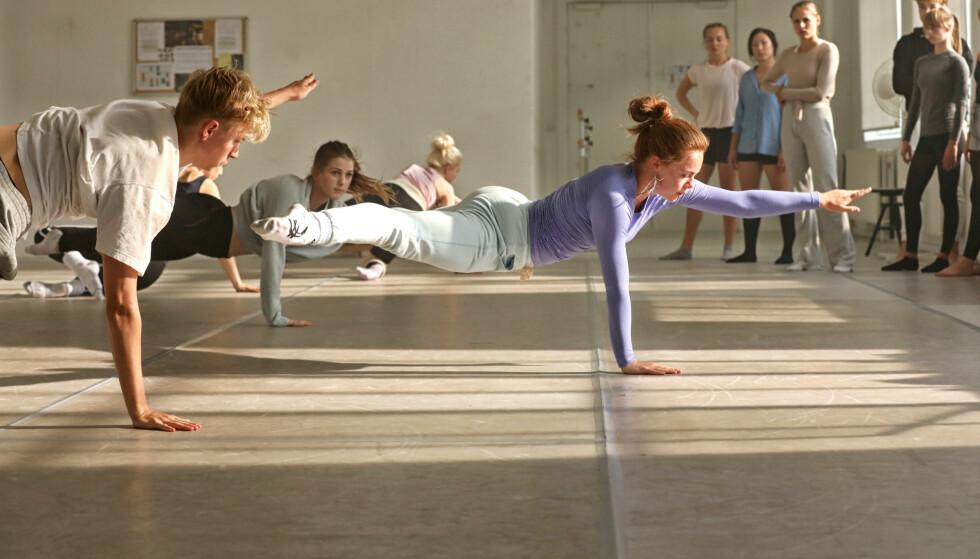 STYRKE: I dansefilmen «Battle» viser Lisa Teige at hun er rå på dansegulvet. Lisa studerer til vanlig moderne dans på Kunsthøyskolen i Oslo. FOTO: Christine Stonegger