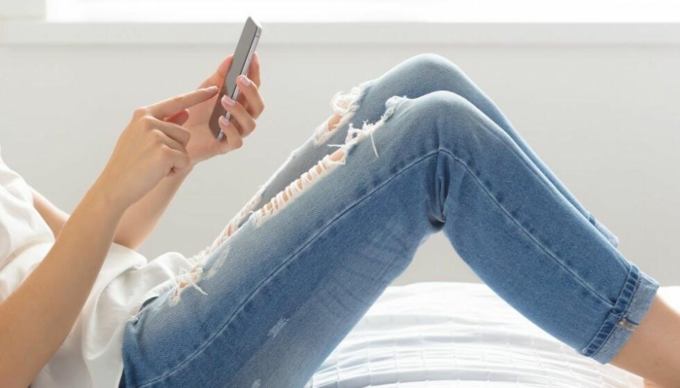 KILDEKRITISK: Det er viktig å være kritiske til det vi leser på nett. FOTO: Shutterstock