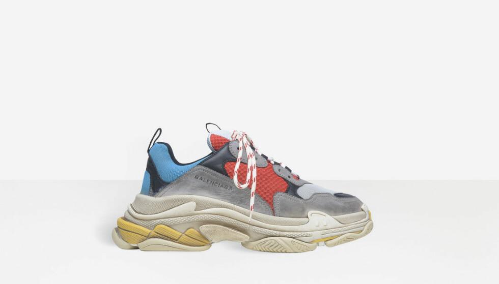 <strong>SER BRUKT UT:</strong> Disse skoene fra Balenciaga er helt nye, men selges i det som ser ut som en slitt tilstand. Foto: Produsenten