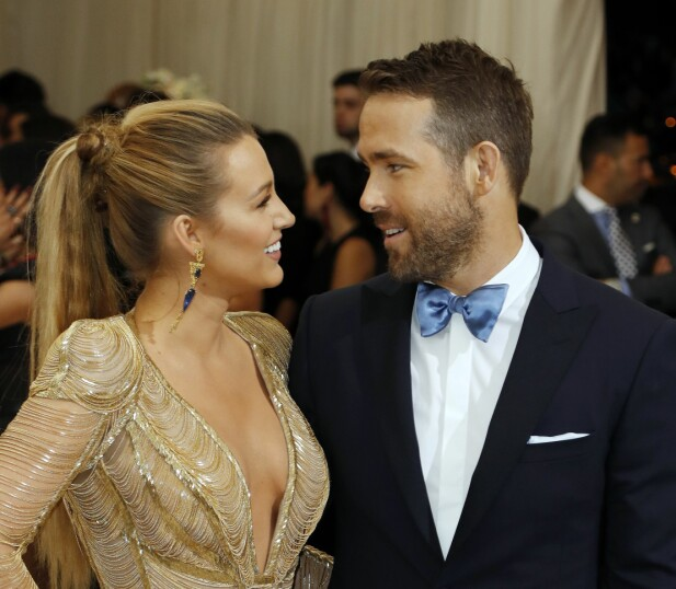 Blake Lively fotografert med ektemannen Ryan Reynolds på Met-gallaen i New York.