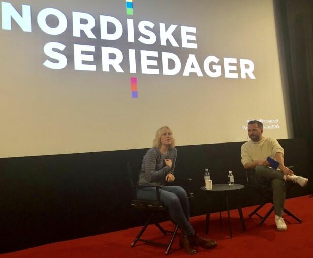 <strong>ÅPENHJERTIG:</strong> Skuespiller Ingrid Bolsø Berdal i samtale med Hasse Hope under Nordiske Seriedager i slutten av september. FOTO: KK