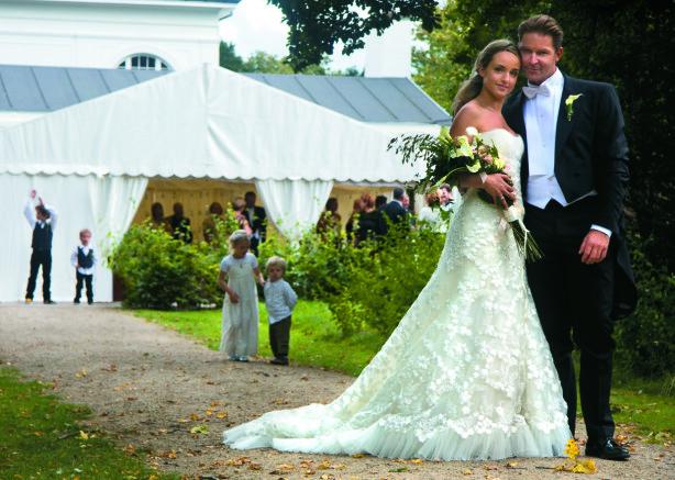 GIFTET SEG: Lotte og mannen Henrik fikk råd til bryllupet de drømte om. Foto: Privat