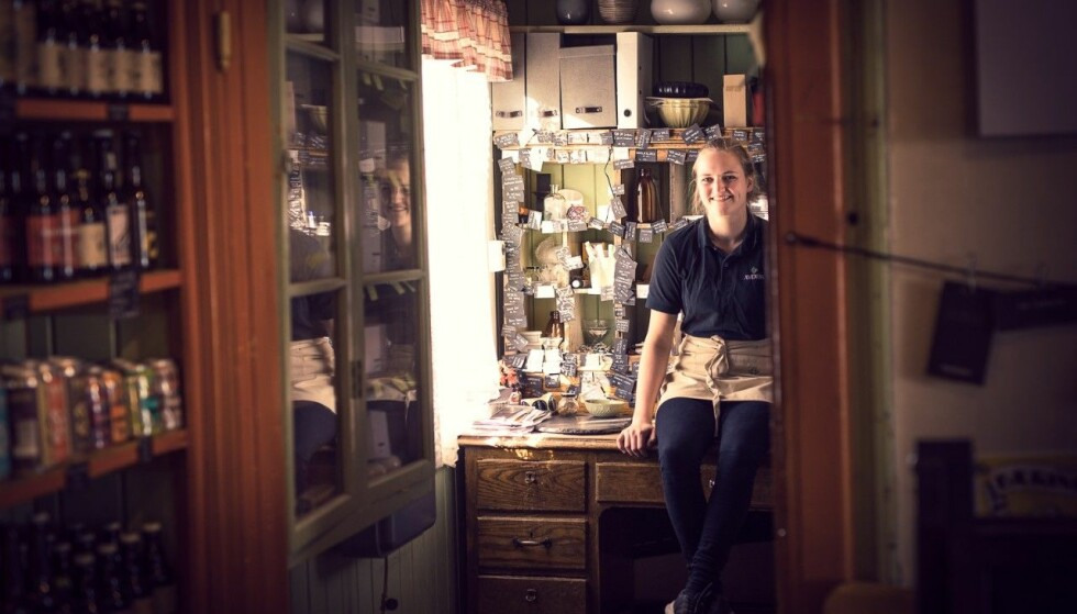 GOD MOTTAGELSE: Anna forteller at hun stort sett bare har fått positive tilbakemeldinger fra lokalbefolkningen og andre matvareprodusenter. - Jeg opplever at folk synes det er bra at man flytter hjem og satser på noe, sier hun. FOTO: Kristoffer Mæle Thuestad/Sparebank1 Lom og Skjåk