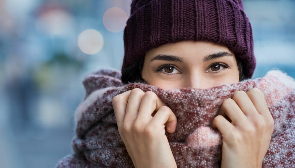 DETTE SIER EKSPERTEN: Hudlege Ellen Slevolden forklarer at mange flasser mer på vinteren på grunn av den kalde, tørre luften. FOTO: NTB Scanpix
