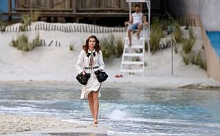 Se bildene fra den spektakulære Chanel-visningen