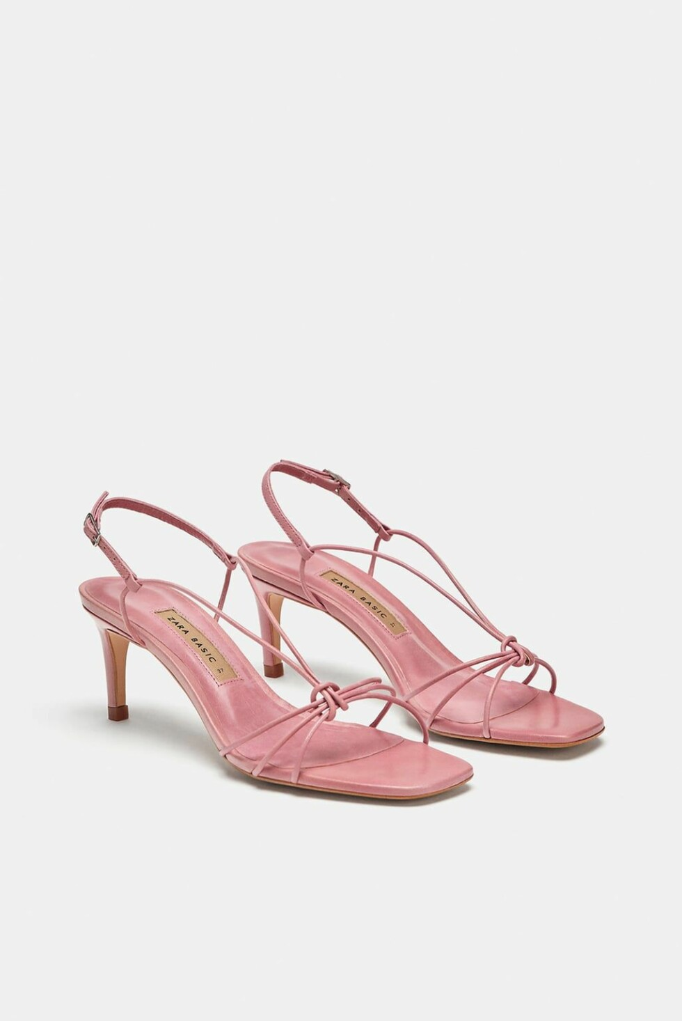 Hæler fra Zara |550,-|https://www.zara.com/no/no/h%C3%B8yh%C3%A6lt-skinnsandal-med-remmer-p12336301.html?v1=6618002&v2=1074625