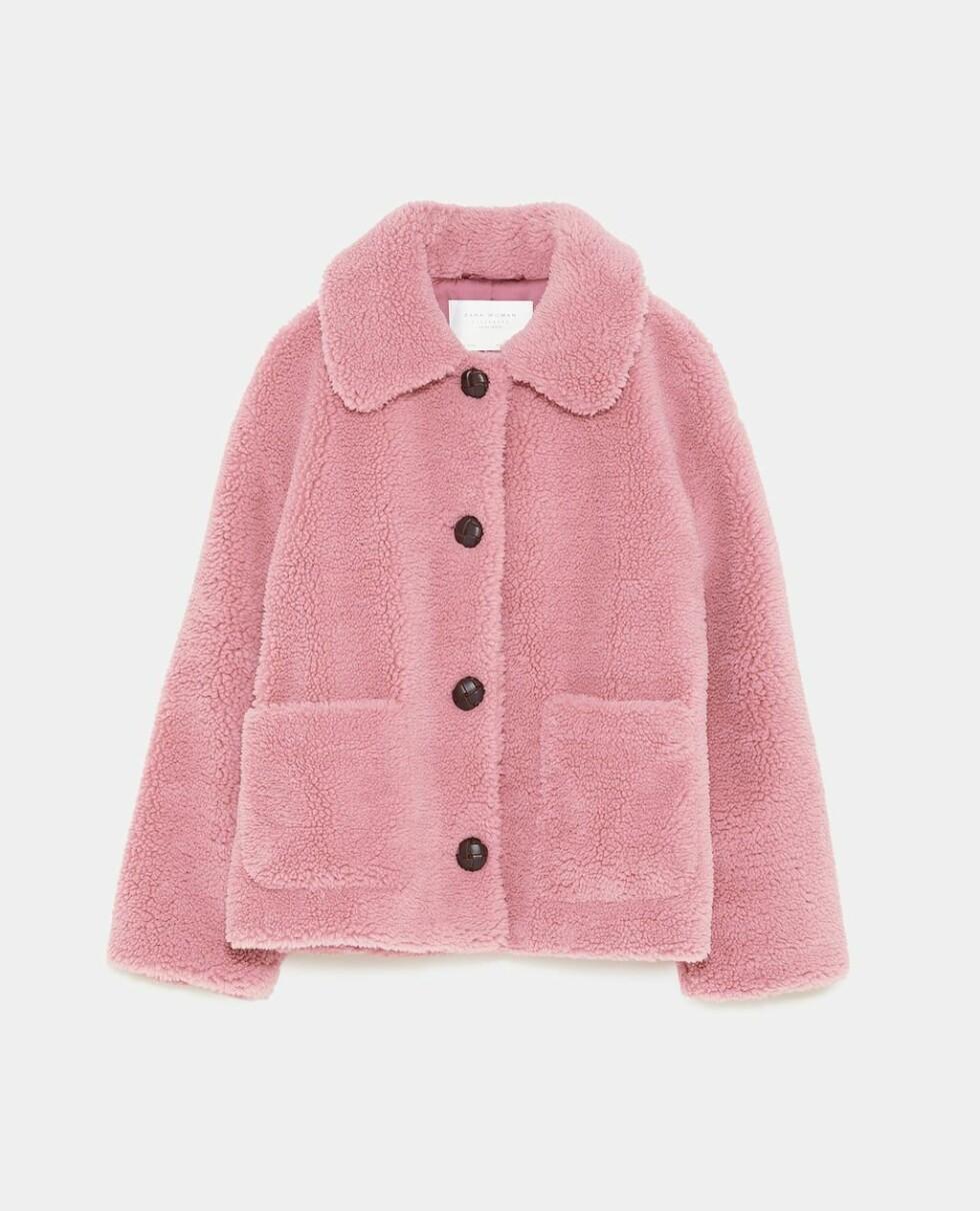 Jakke fra Zara |650,-| https://www.zara.com/no/no/ytterjakke-med-imitert-saueskinn-p02969264.html?v1=7515058&v2=1074507