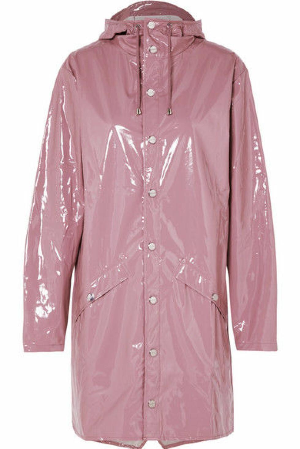 Regnjakke fra Rains |1500,-| https://www.net-a-porter.com/no/en/product/1089856/rains/hooded-glossed-pu-raincoat
