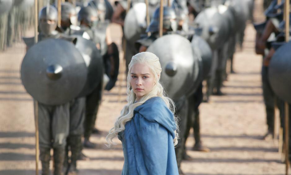 STERKE KVINNESKIKKELSER: «Game of Thrones»-regissør Jeremy Podeswa hyller kvinnenerollene i den populære fantacy-serien. Her er Daenerys Targaryen (spilt av Emilia Clarke). FOTO: HBO