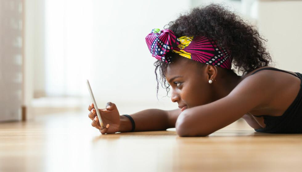 SOSIALE MEDIER: sosiale medier har medført mange positive endringer i livene våre og konsekvenser som vi kanskje ikke tenker så mye over. FOTO: NTB Scanpix