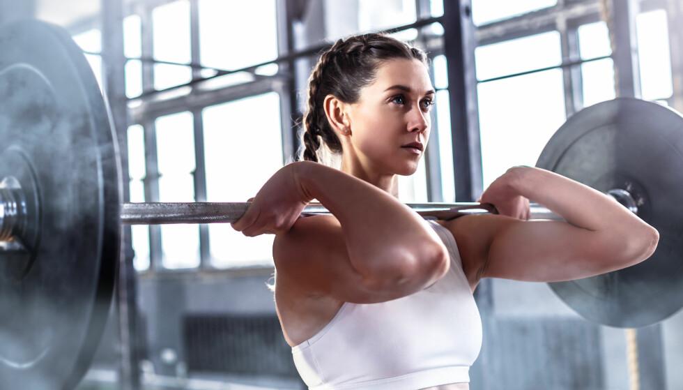 <strong>FLERLEDDSØVELSER:</strong> Når du gjør fullkroppsøvelser er mye gjort om du jobber litt med å få med hele kroppen. FOTO: NTB Scanpix