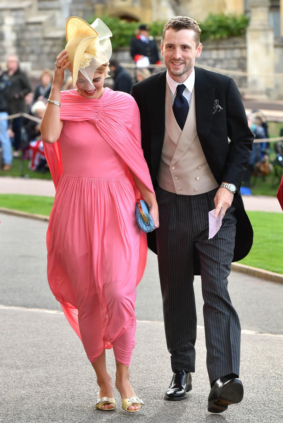 KONGELIG BRYLLUP: Modell Pixie Geldof med følge. FOTO: NTB Scanpix