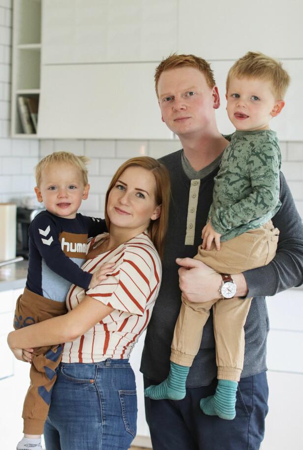 HAR IKKE HATT TID TIL Å SØRGE: – Selv om vi mistet et barn, måtte vi fortsette å være Jakob og Ivers mamma og pappa, sier mamma Hilde. FOTO: Ida Bergersen