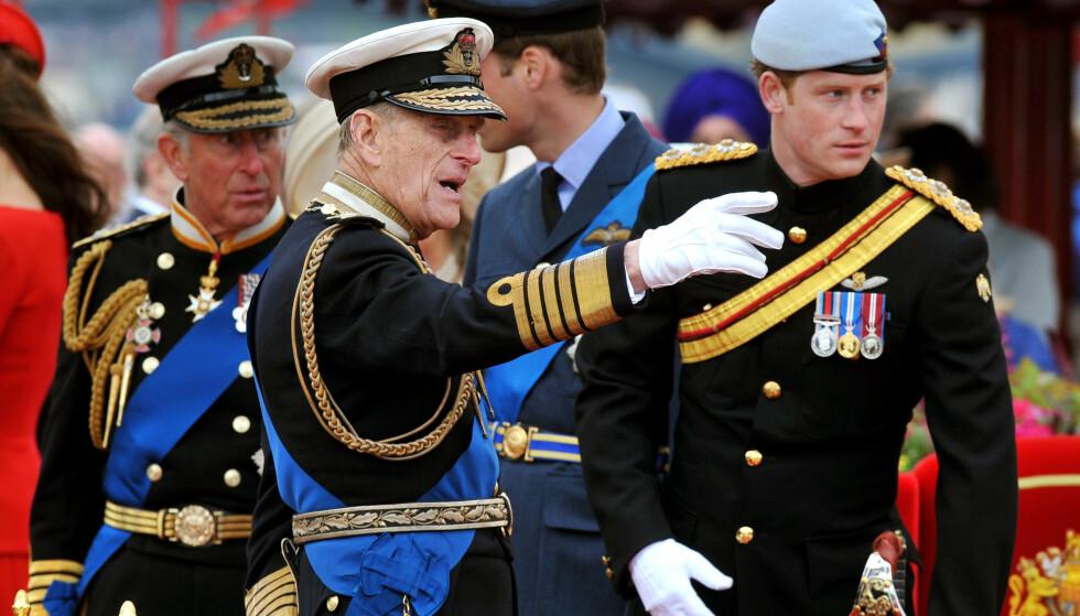 NÆR RELASJON: Prins Harry har hele livet hatt en spesiell kontakt med farfar prins Philip. Kanskje han velger å hylle bestefaren ved å kalle en eventuell sønn opp etter prinsgemalen? Dette bildet er tatt i 2012. FOTO: NTB Scanpix