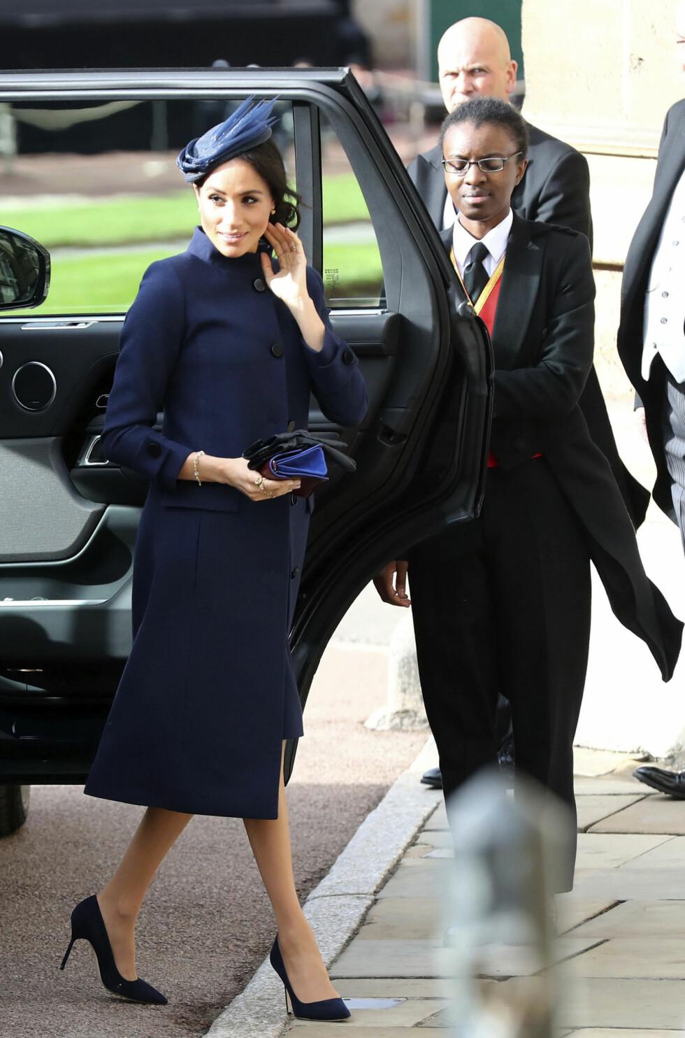 I BRYLLUP: 12. oktober var det duket for bryllup mellom prins Harrys kusine prinsesse Eugenie og Jack Brooksbank. Hertuginne Meghan bar en fotsid kåpe. FOTO: NTB Scanpix