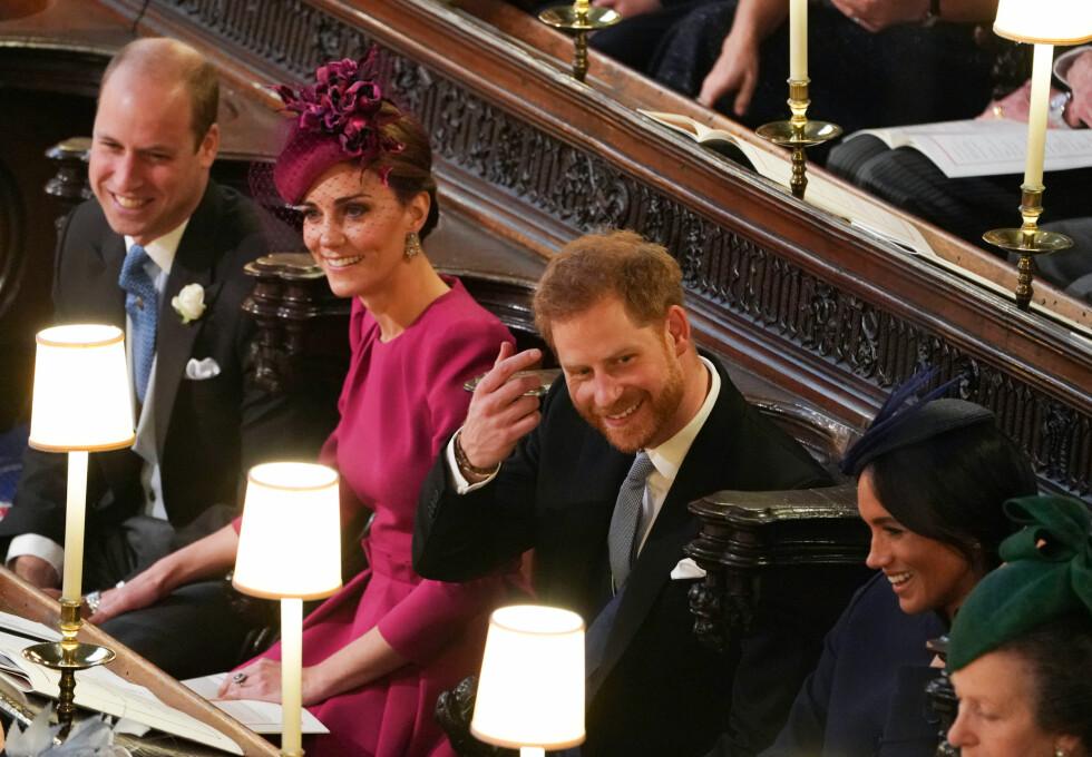 LYSTIG STEMNING: Det var bare de vordende foreldrene og nær familie som på dette tidspunktet visste at hertuginne Meghan var gravid. Her under bryllupet til prinsesse Eugenie. Den gledelige nyheten skulle slippes tre dager senere. FOTO: NTB Scanpix