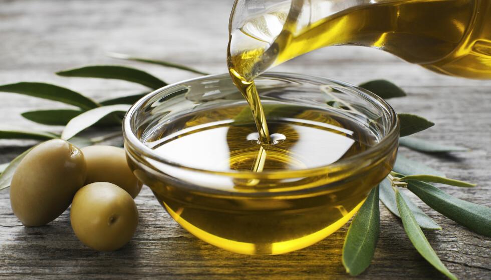 HVILKEN ER BEST? Olivenoljen inneholder mye sunt fett, men den fungerer ikke til all bruk. FOTO: NTB Scanpix