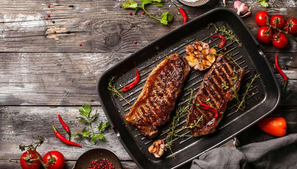 KAN BLANDES: Synes du kjøttet gjør seg best stekt i smør så kan du kjøre en miks. Sunnest er imidlertid planteoljene med lavest nivå av mettet fett. FOTO: NTB Scanpix
