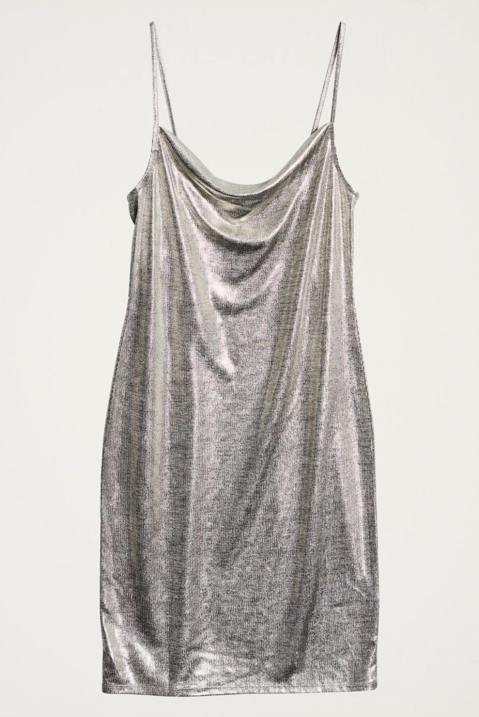 Kjole fra Gina Tricot |299,-| https://www.ginatricot.com/cno/no/kolleksjon/overdeler/kjoler/festkjoler/my-metallic-dress/prod833368051.html
