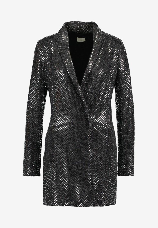 Kjole fra Vila |800,-| https://www.zalando.no/vila-vinightlife-blazer-dress-cocktailkjole-silver-v1021c19c-d11.html