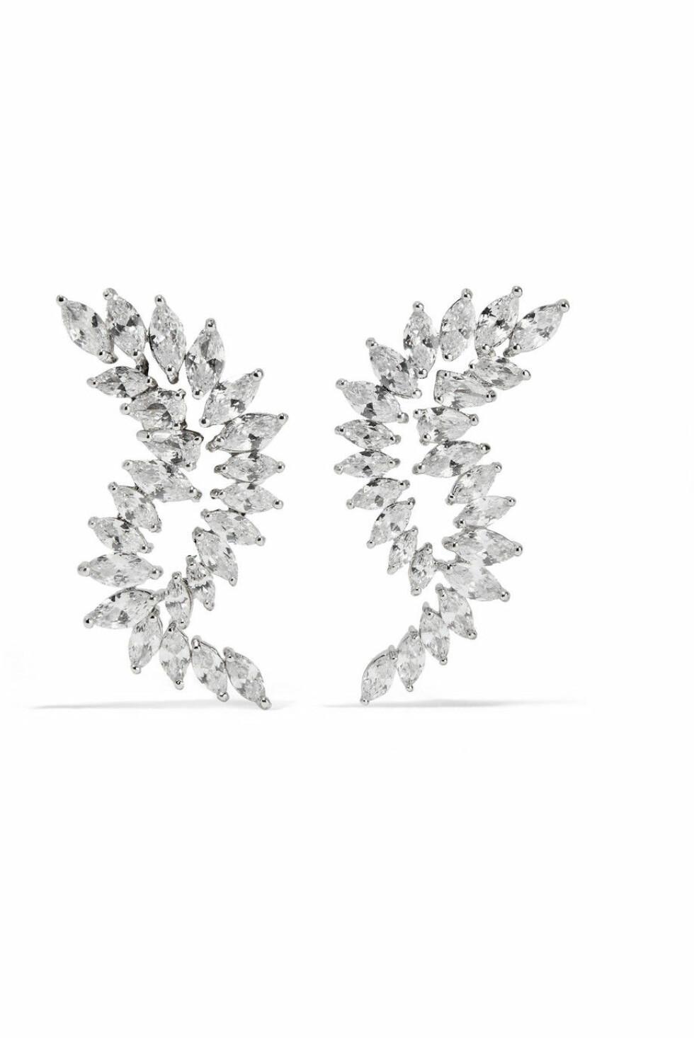 Øredobber fra Kenneth Jay Lane |885,-| https://www.net-a-porter.com/no/en/product/1064594/kenneth_jay_lane/rhodium-plated-cubic-zirconia-earrings